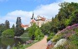 Romantické parky v květu