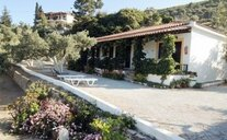 Gregory House - Kokkari, Řecko