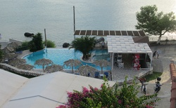 Bazén sousedního hotelu - lze použít