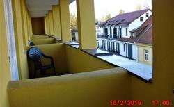 posezení na balkonu ve III. patře