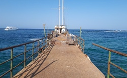 Molo pro kotvící lodě
