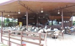 Hotelový bar u bazénu