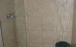 koupelna, kde se nevejde do sprcháče ani dítě