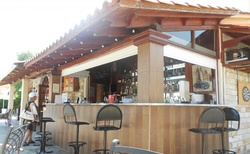 Bar u bazénu hotelu Gemini