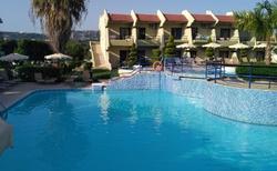 starší část hotelu-studia-s bazénem