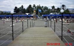 pohled z mola na pláž