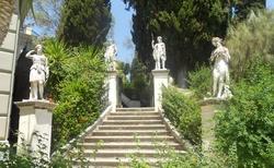 Achilleon - vstup do zahrady