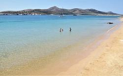 Z plaze Agios Georgios na Antiparose na dohlad ostrov Despotiko