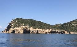 Skalní jeskyně na západě ostrova