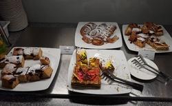 Krakov - hotel Best Western Premier před odjezdem - snídaňový zákusek