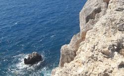 někde dole podle báje jsou jeskyně Hadovy říše