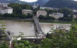 Salzburg - řeka Salzach od Monikapforte