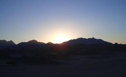 západ slunce nad pouští