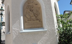 Gmunden - kašna u Pfarrkirche