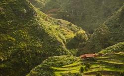 Typické vesničky v zelených kaňonech na severu Tenerife, Anaga park