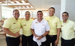 číššníci z restaurace