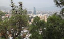 Tbilisi pohled na část s moderní výstavbou