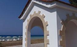 Kostelíček u pláže