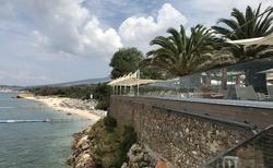 Pláž Alexandra beach a vyhlídka s restaurací