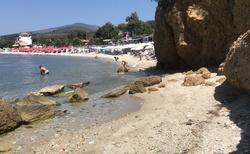 Pláž Pefkari, dá se k ní z Limenarie dojít pěšky