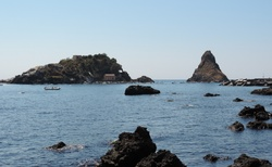 Sicílie _ Acitrezza - Isola Lachea e Faraglioni dei Ciclopi