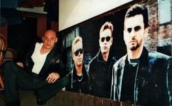 05 depeche mode baar-ještě před vchodem