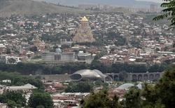 Tbilisi pohled na chrámy