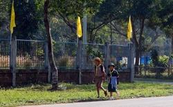 Thajské děti jdou ze školy