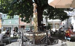 Gmunden - Rinnholzplatz - kašna s kopáčem soli