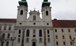 Gyor - Benediktinský kostel na Szechenyiho tér