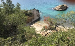 Pobřeží kolem Limenarie je členité a nikdy svou krásou neomrzí