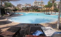 v hotelu bazén