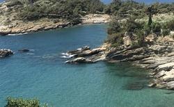 Aliki a členité pobřeží se zátokami