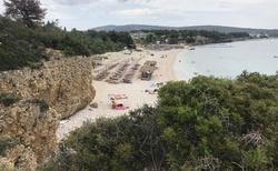 Na kopci, který dělí Alexandra beach a Pefkari