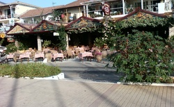 Nidri -taverny na nábřeží