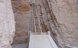 Vyvýšený vstup do hrobky krále Thutmose III.