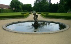 Fontána v zámeckém parku v Libochovicích