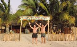 Ifaty - Villa Maroloko - dva mladí šikovní chlapci na pobřeží Mozambického průlivu